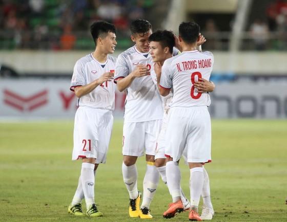 Đánh bại Lào, HLV Park Hang-seo vẫn không hài lòng với hàng tiền vệ ảnh 1