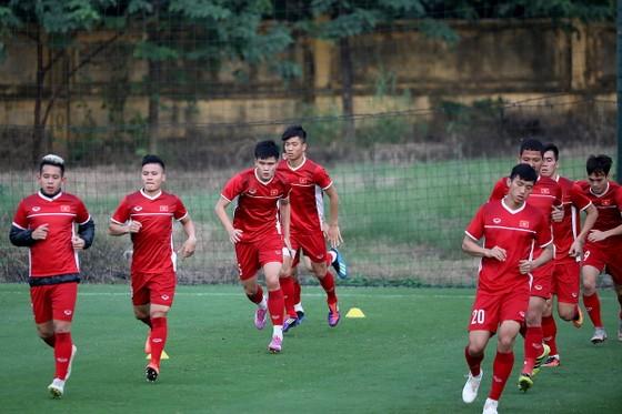 Đội tuyển Việt Nam sẵn sàng cho cuộc so tài cùng Malaysia. Ảnh: MINH HOÀNG