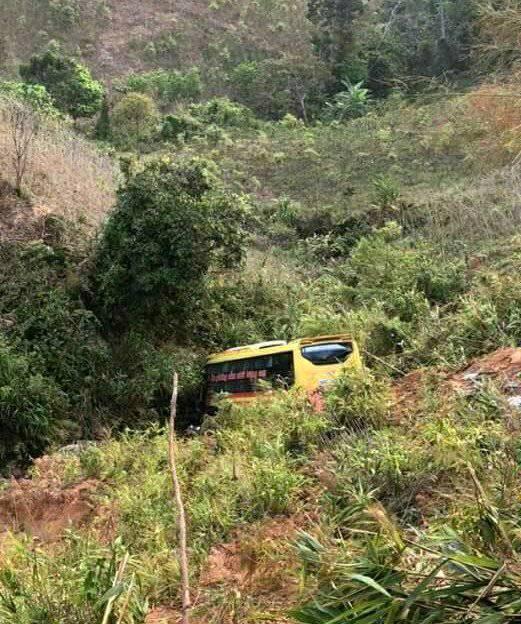 Xe khách lao xuống vực ở đèo Lò Xo, 1 người chết, 19 người bị thương ảnh 3