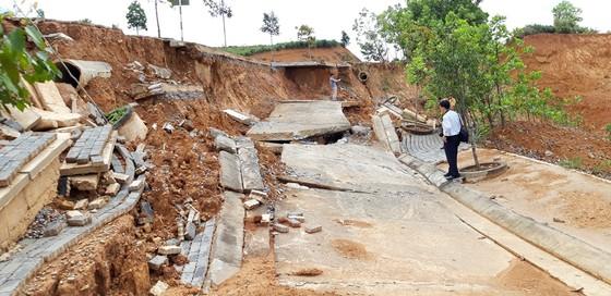 Đường ở Khu kinh tế cửa khẩu quốc tế Bờ Y tan nát vì… mưa? ảnh 1