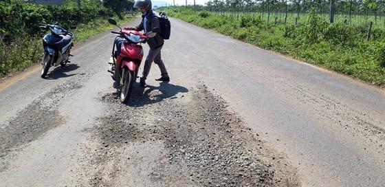 """Đường gần trăm tỷ """"nát bét"""", Công ty Thuận Nguyên phải chịu trách nhiệm sửa chữa ảnh 4"""