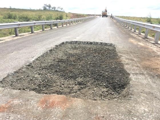 """Sửa chữa con đường gần trăm tỷ nát bét """"gây dư luận không tốt"""" ảnh 3"""