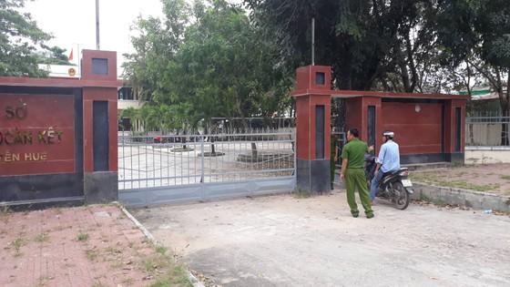 Vụ nổ súng ở UBND phường: Nghi phạm khống chế rồi bắn nạn nhân ảnh 1