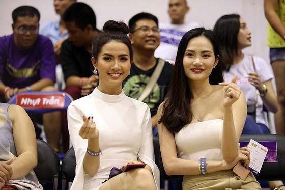 Các người đẹp Nam Em, Diệu Linh hào hứng với giải bóng rổ nhà nghề VBA ảnh 3