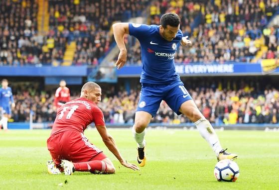 Pedro (xanh) và đồng đội có trận đấu đầy kịch tính trước Watford:  Ảnh: Getty Images.