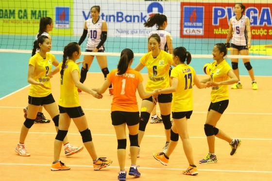 Các cô gái Thanh Hóa ăn mừng chiến thắng 3-0 trước Thông tin LVPB. Ảnh: THIÊN HOÀNG