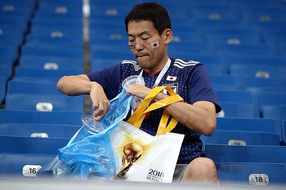 CĐV Nhật Bản để lại dấu ấn đẹp tại World Cup 2018 ảnh 2