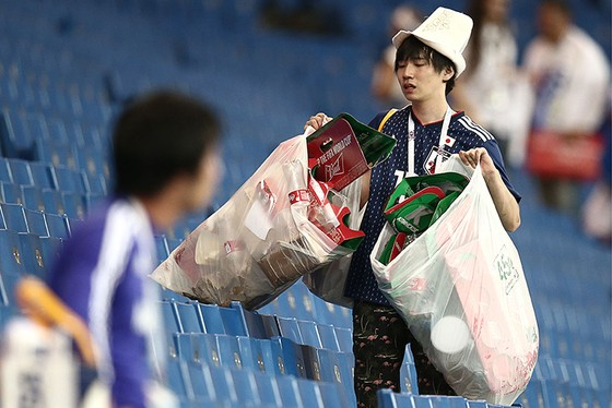 CĐV Nhật Bản để lại dấu ấn đẹp tại World Cup 2018 ảnh 1