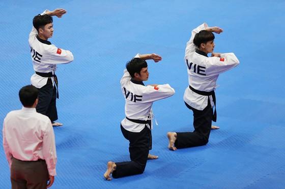 Taekwondo: Đồng đội nam vào bán kết, Châu Tuyết Vân thua VĐV chủ nhà ảnh 2