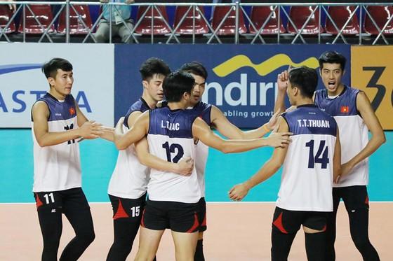 Bóng chuyền nam: Đánh bại Trung Quốc 3-2, tuyển Việt Nam gây sốc cả châu Á ảnh 4