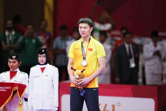 Nguyễn Minh Phụng trên bục nhận HCB hạng cân 84kg nam. Ảnh: DŨNG PHƯƠNG