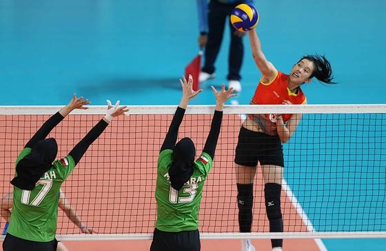 Bóng chuyền nữ: Việt Nam thắng thuyết phục Indonesia ngay tại Jakarta ảnh 1