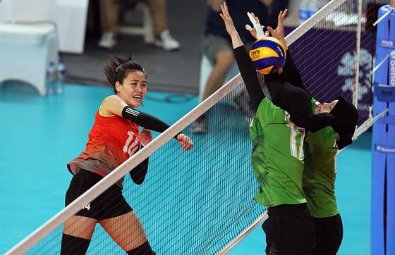 Bóng chuyền nữ: Việt Nam thắng thuyết phục Indonesia ngay tại Jakarta ảnh 3