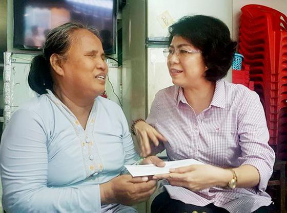 Đoàn lãnh đạo TPHCM thăm các gia đình chính sách tiêu biểu ảnh 1