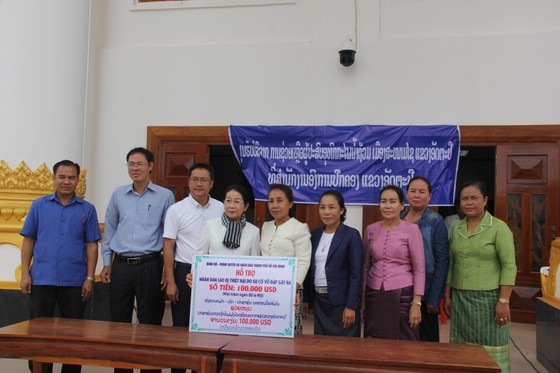 Đoàn lãnh đạo cấp cao TPHCM thăm các địa phương của Lào bị ảnh hưởng trong sự cố vỡ đập thủy điện ảnh 1