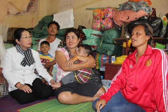 Đoàn lãnh đạo cấp cao TPHCM thăm các địa phương của Lào bị ảnh hưởng trong sự cố vỡ đập thủy điện ảnh 2