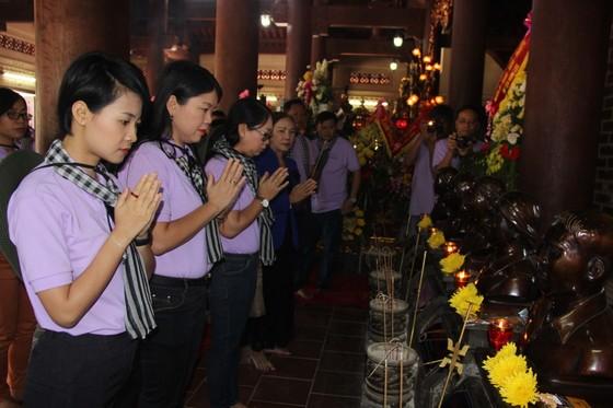 Đoàn cán bộ tuyên giáo, báo chí TPHCM viếng mộ cố Tổng Bí thư Trần Phú ảnh 2