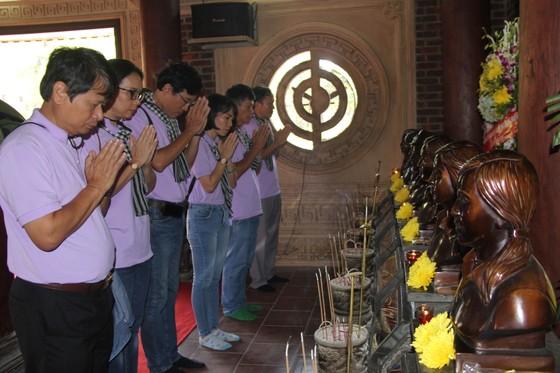 Đoàn cán bộ tuyên giáo, báo chí TPHCM viếng mộ cố Tổng Bí thư Trần Phú ảnh 3