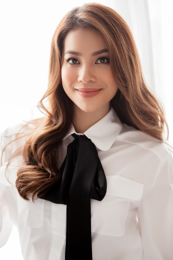 Hoa hậu Phạm Hương quảng bá Đà Nẵng nhân sự kiện APEC 2017 ảnh 2