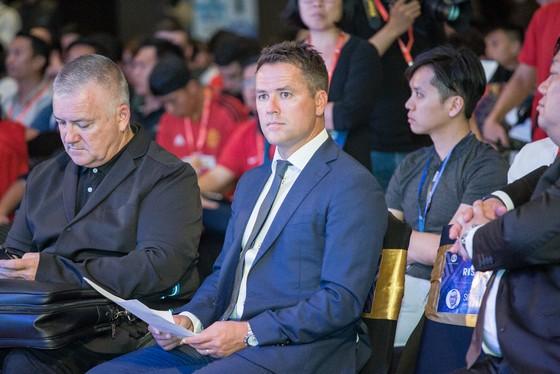 Thần đồng bóng đá Michael Owen đến TPHCM  ảnh 4