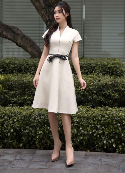 Sau khi trao lại vương miện, Hoa hậu Đỗ Mỹ Linh xuất hiện tươi tắn và rạng ngời ảnh 4
