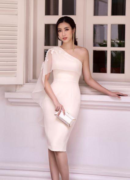 Sau khi trao lại vương miện, Hoa hậu Đỗ Mỹ Linh xuất hiện tươi tắn và rạng ngời ảnh 2