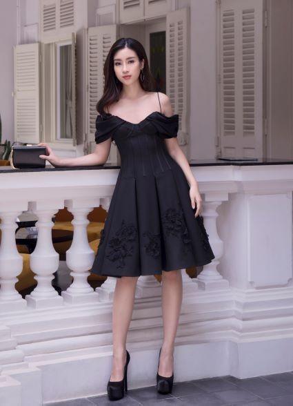 Sau khi trao lại vương miện, Hoa hậu Đỗ Mỹ Linh xuất hiện tươi tắn và rạng ngời ảnh 9
