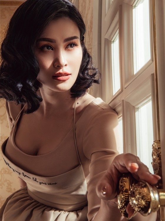 Đông Nhi hoá cô nội trợ xinh đẹp và táo bạo trong MV mới nhất ảnh 3