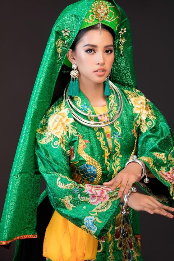 Hoa hậu Tiểu Vy mang điệu múa chầu văn đến Miss World ảnh 3