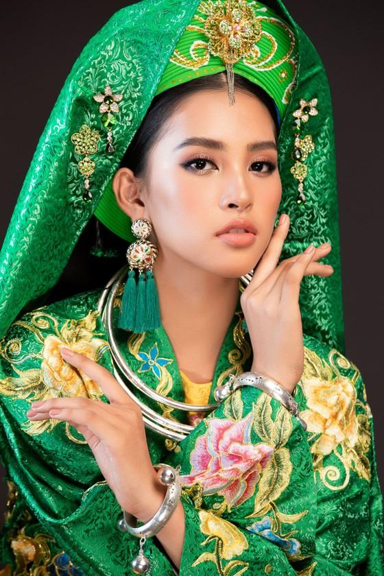 Hoa hậu Tiểu Vy mang điệu múa chầu văn đến Miss World ảnh 1