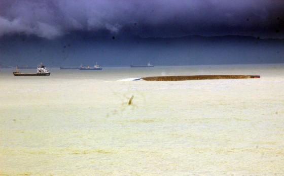 Xử lý sự cố tràn dầu ở rò rỉ ở 9 tàu hàng bị nạn tại vùng biển Quy Nhơn  ảnh 2