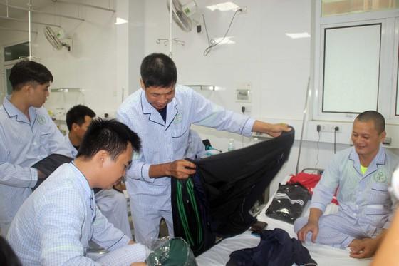 Đã cứu vớt được 80/99 thủy thủ gặp nạn trên biển Quy Nhơn, Bình Định ảnh 1