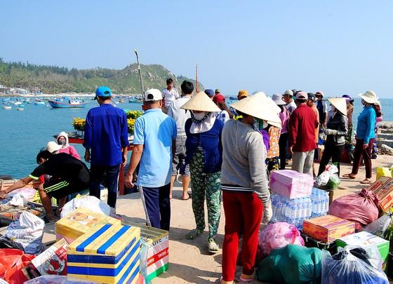 Tết theo những con tàu ra đảo Nhơn Châu ảnh 7