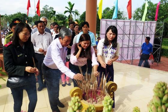 Dâng hương tưởng niệm các nạn nhân vụ thảm sát Bình An  ảnh 3