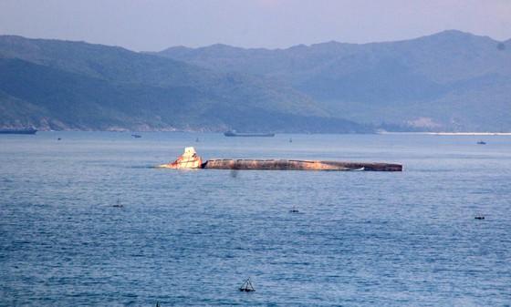 """""""Nghĩa địa"""" tàu đắm ở Quy Nhơn bao giờ mới được giải cứu ? ảnh 1"""