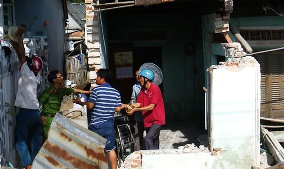 Xe đầu kéo tông sập nhà, cả gia đình đang ngủ bị thương nặng ảnh 4
