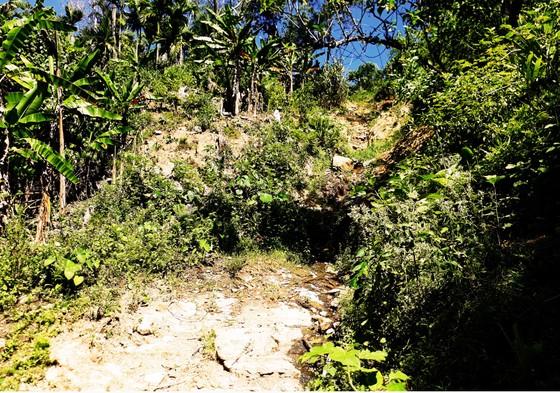 Mời cơ quan địa chất khảo sát việc núi Goi Ra Hách xuất hiện hàng chục vết nứt ảnh 3