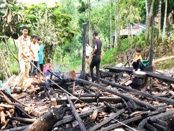 Đi nhậu về nhà bị vợ la nên nổi giận châm lửa đốt rụi nhà mình ảnh 1
