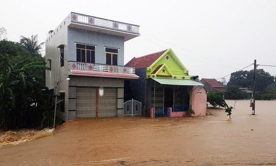 Lũ gây ngập diện rộng ở Phú Yên, nhiều công trình giao thông bị tàn phá nặng nề ảnh 7