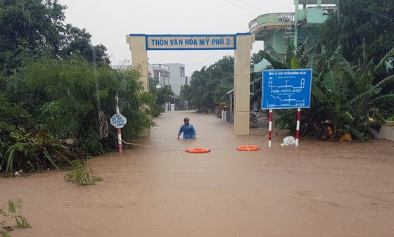 Lũ gây ngập diện rộng ở Phú Yên, nhiều công trình giao thông bị tàn phá nặng nề ảnh 3