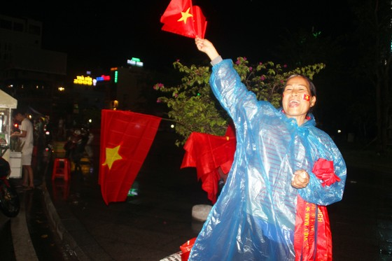 Nức lòng khi Việt Nam vào Chung kết AFF Cup ảnh 5