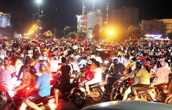 Nức lòng khi Việt Nam vào Chung kết AFF Cup ảnh 9