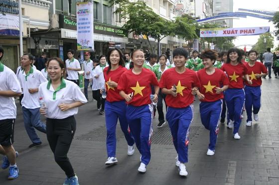 Người dân TPHCM hào hứng tham gia Ngày chạy Olympic vì sức khỏe toàn dân 2018 ảnh 5