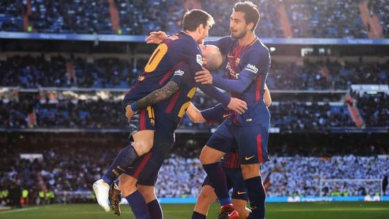 Chỉ 1 chiếc giày Messi vẫn nguy hiểm ảnh 4