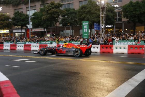 Hàng vạn người hâm mộ trải nghiệm F1 tại Việt Nam ảnh 2
