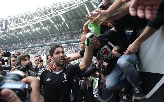 Chia tay Gianluigi Buffon, Juve giành Scudetto thứ 7 liên tiếp ảnh 3