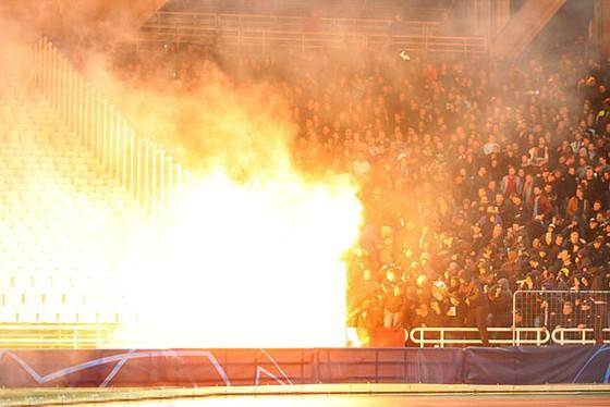 AEK Athens - Ajax 0-2: Dusan Tadic ghi bàn, CĐV Hà Lan bị ném bom xăng ảnh 3