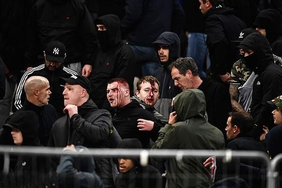 AEK Athens - Ajax 0-2: Dusan Tadic ghi bàn, CĐV Hà Lan bị ném bom xăng ảnh 8