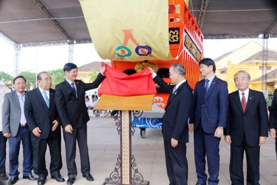 Tỉnh Nagasaki bàn giao mô hình Châu Ấn thuyền cho TP Hội An ảnh 1