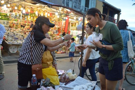 Thành phố Hội An khai trương khu chợ đêm phục vụ khách du lịch ảnh 3